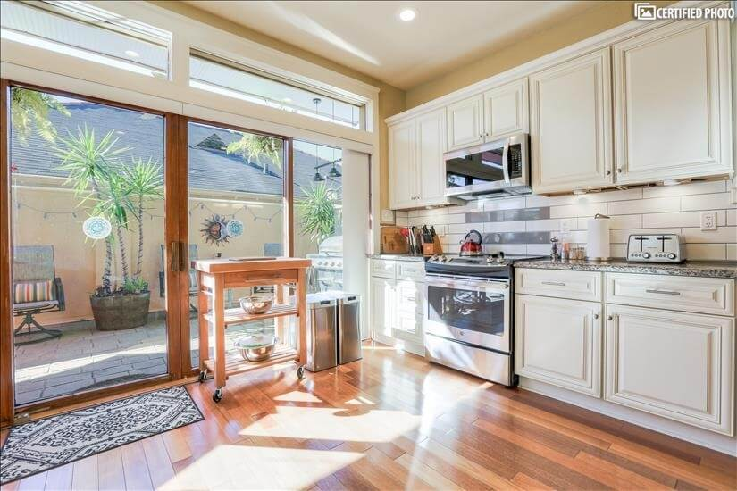 Fully Equipped Kitchen with Full Size Appliances