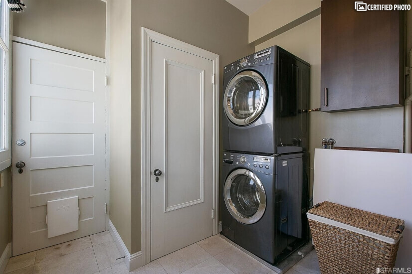 Full sized washer/dryer in unit, bright bright bright!