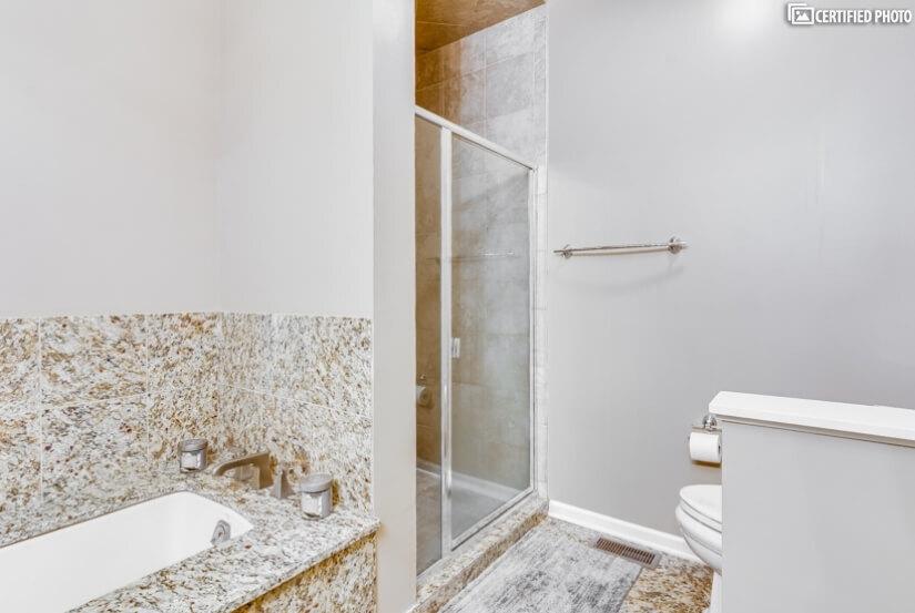Master Bath w/Jacuzzi Tub & Separate Walk-in Shower