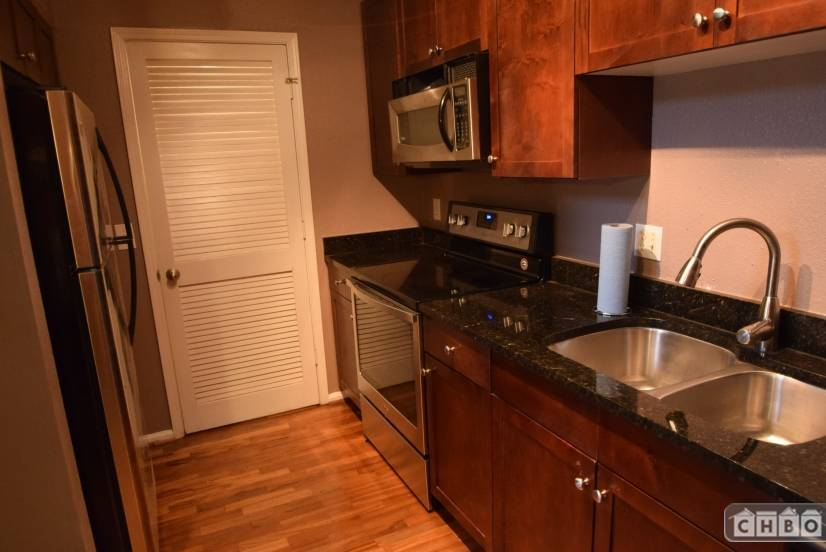image 7 furnished 2 bedroom Townhouse for rent in Buckhead, Fulton County
