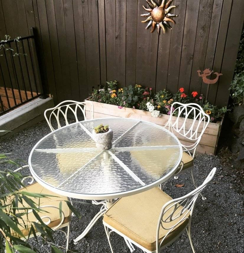 Al fresco dining in warmer months