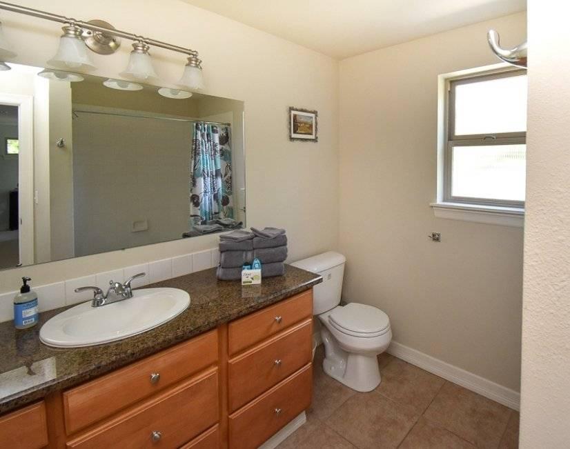 Full bathroom on top floor