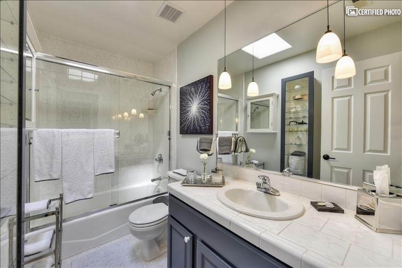 Main/Guest Bathroom 2