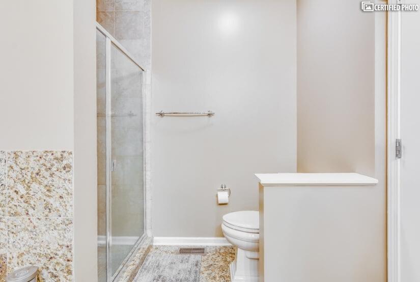 MasterBath w/separate Walk-in Shower
