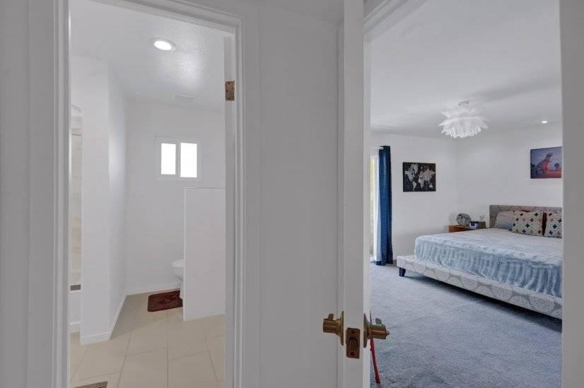 Master bedroom & bathroom