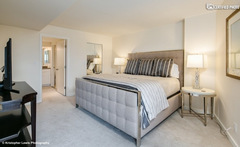 "Master suite w/king ""Heavenly Bed"" & 800-thread count sheets"