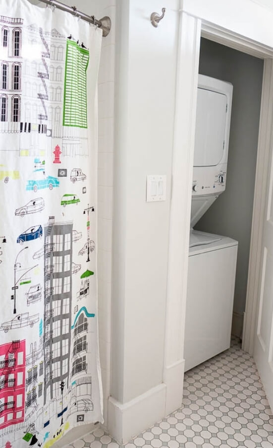 Washer/Dryer in apartment means no trips to the laundry mat.