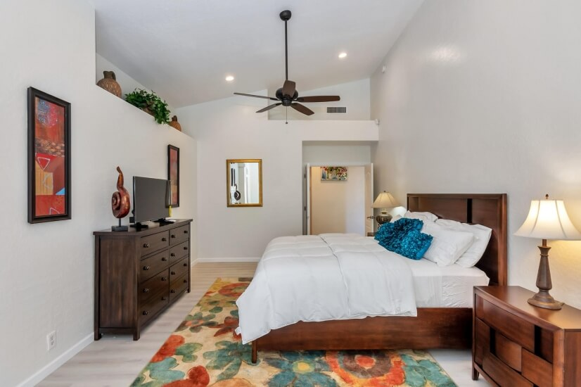 Master Bedroom/King Bed