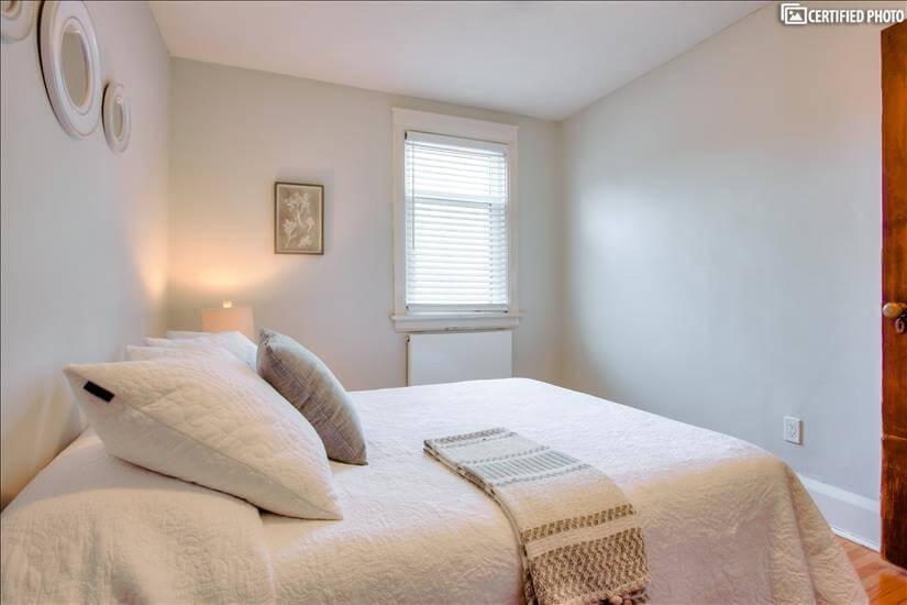 Bedroom 1 linens