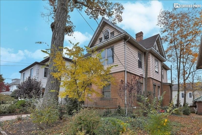 image 2 furnished 4 bedroom House for rent in Fort Lee, Bergen County