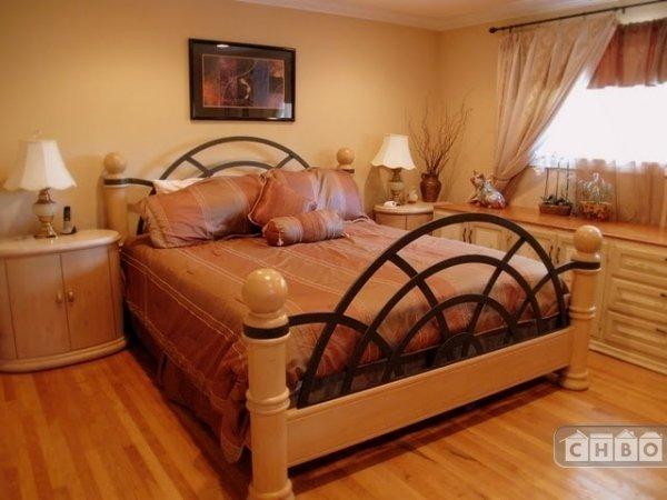 Master bedroom with hi-end bed set