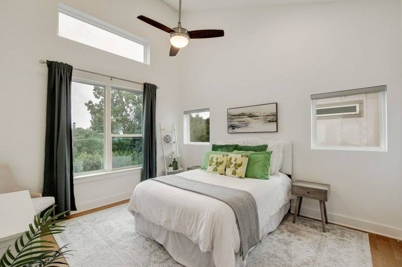 Queen bed with a walk-in closet.
