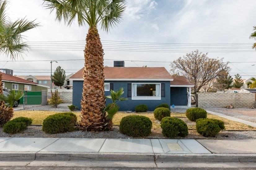 image 2 furnished 2 bedroom House for rent in Southwest Las Vegas, Las Vegas Area
