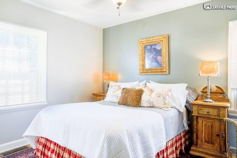 image 6 furnished 1 bedroom House for rent in University, Denver South