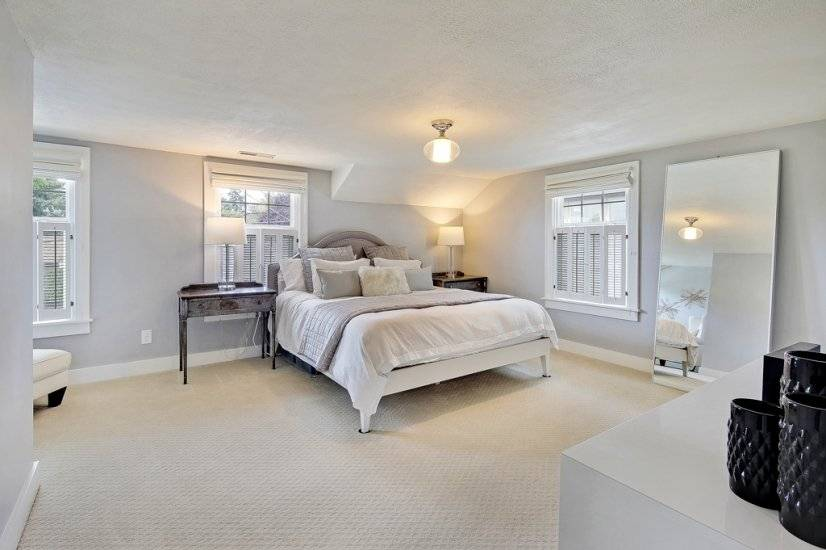 Spacious master berm with 2 walk in closets & a seating area