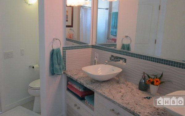 Master bathroom w/double sinks