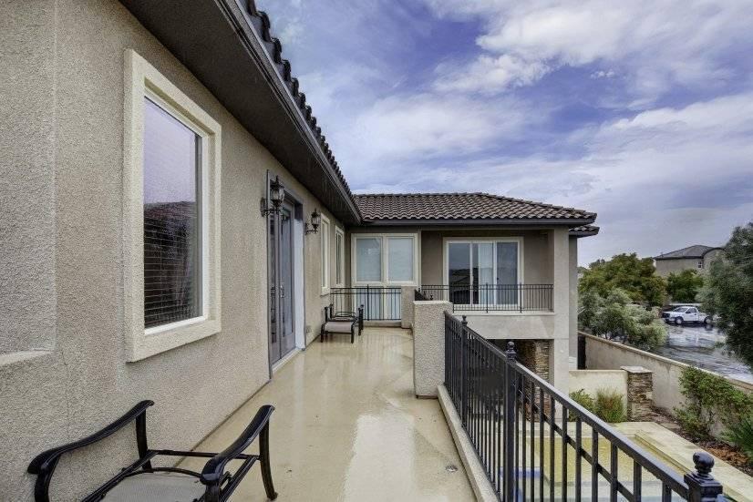 Balcony 2 -abv pool ( no diving)
