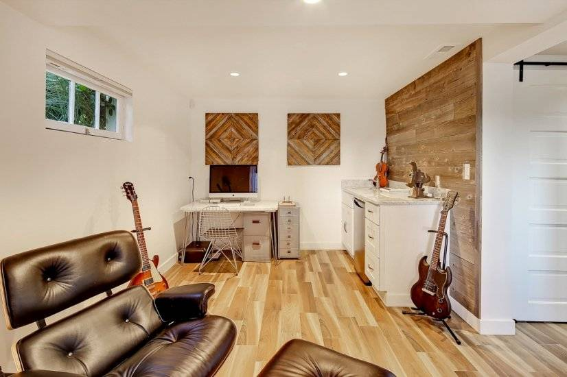 image 18 furnished 5 bedroom House for rent in West Seattle, Seattle Area