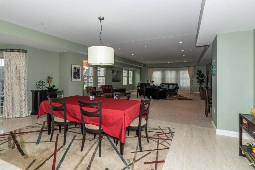 image 3 furnished 3 bedroom Townhouse for rent in Lincoln Park, Denver Central