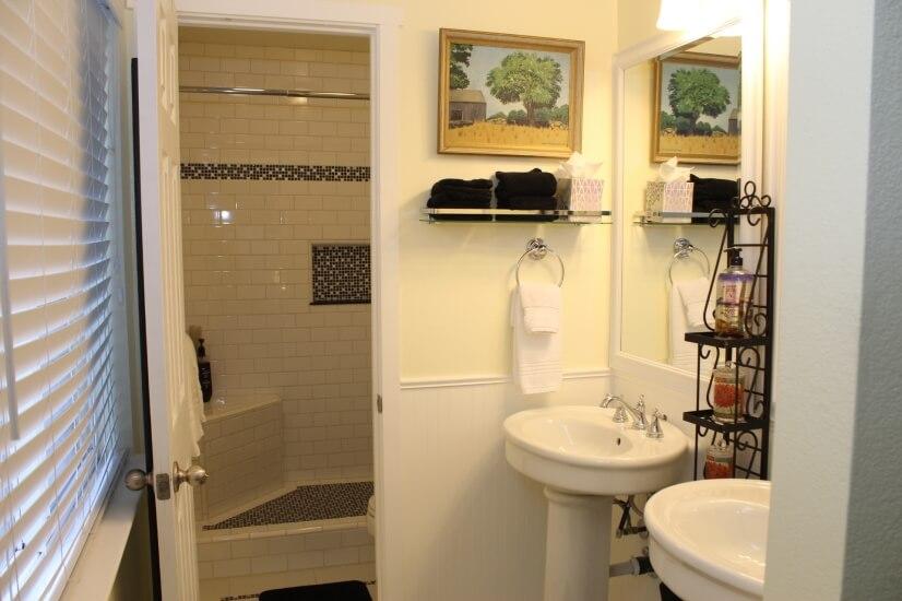 Enclosed shower rm & 2 pedestal sinks