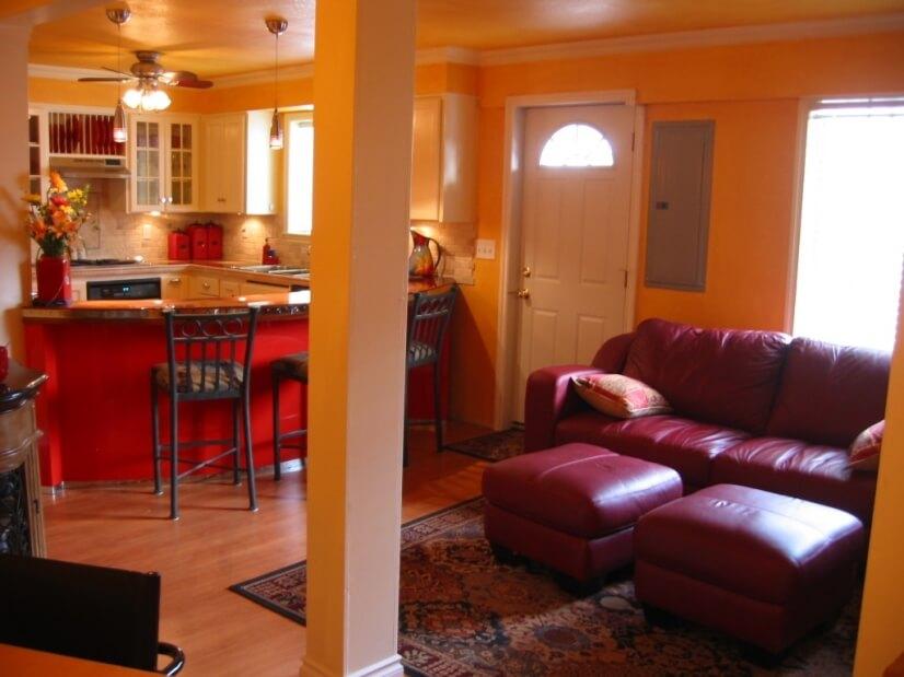 Entry family room w/ TV
