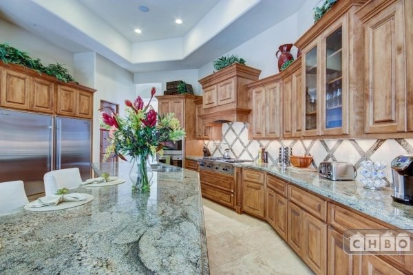 Granite counters and fully equipped kitchen