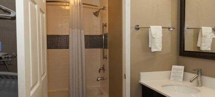 Queen Suite Studio Bathroom