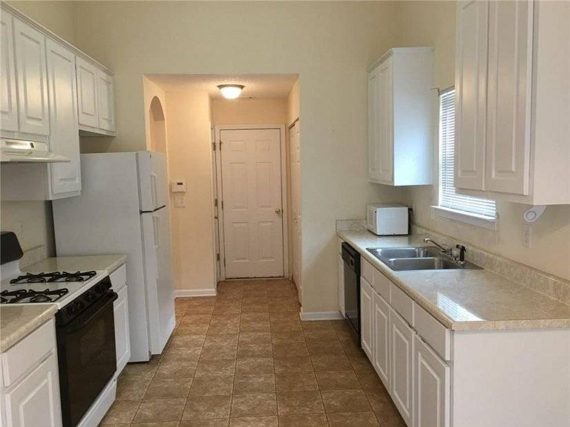image 8 furnished 3 bedroom House for rent in College Park, Fulton County