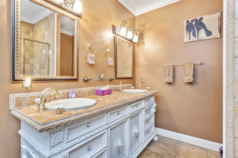 Main Bathroom 3