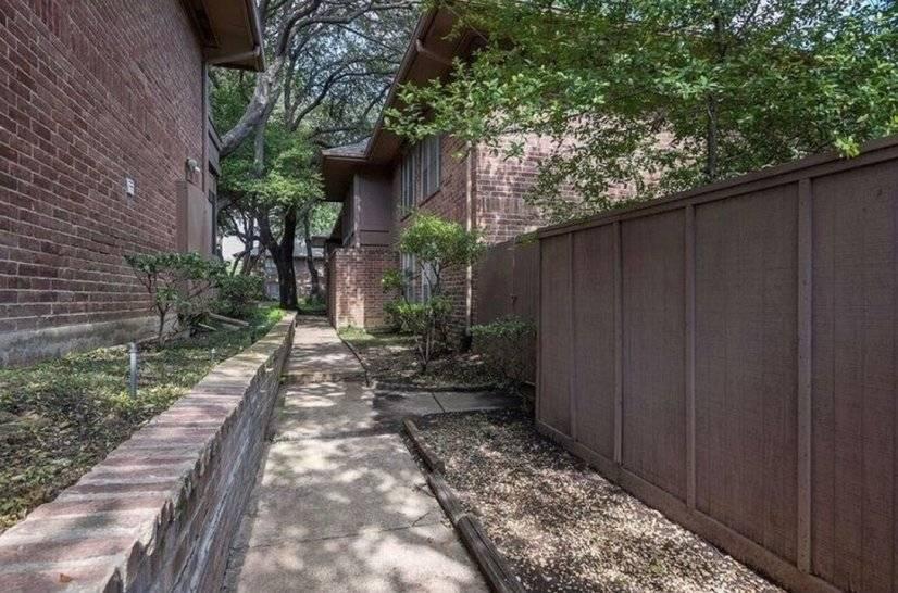 image 18 furnished 1 bedroom Townhouse for rent in Melshire Estates, Dallas