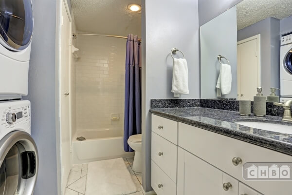 Washer / dryer, bathtub / shower