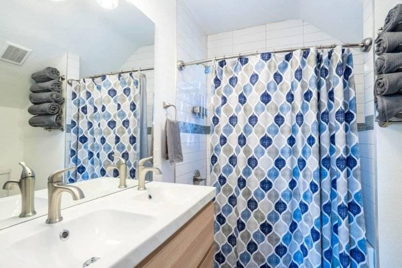 Upstairs Bathroom (Shower/Tub)