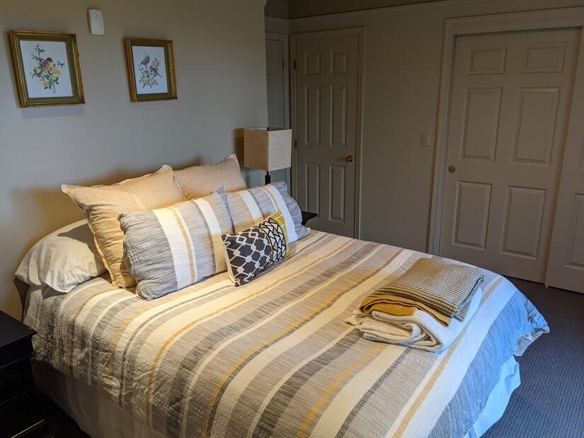 Queen bed, linen closet, clothes closet