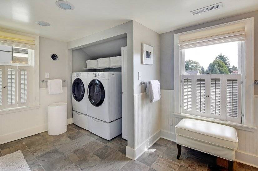 Full size Washer and Dryer on Top Bedroom floor.