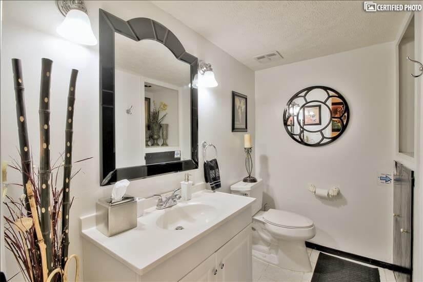 Hallway bathroom by Bedrooms 4 & 5
