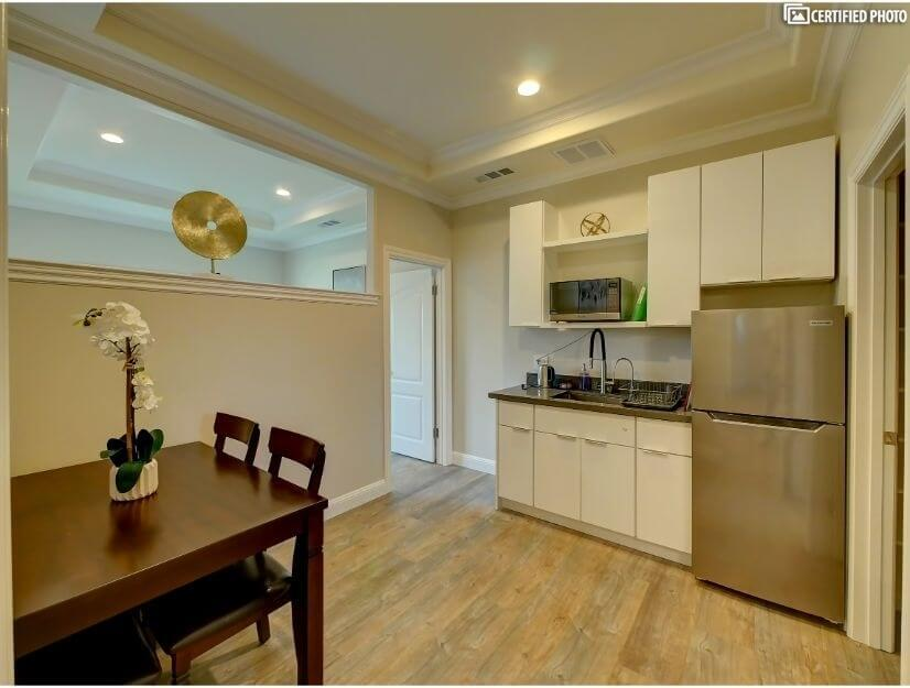 Suite A - Dining & fully functional kitchenette with wet bar