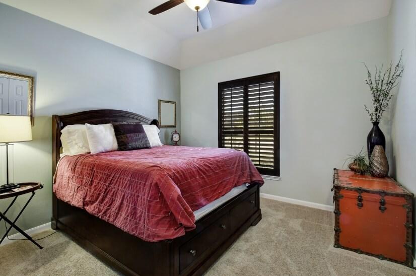 Third bedroom w queen bed
