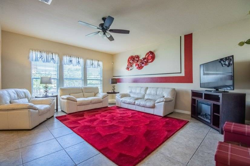 Living room offers 3 piece leather sofa set.