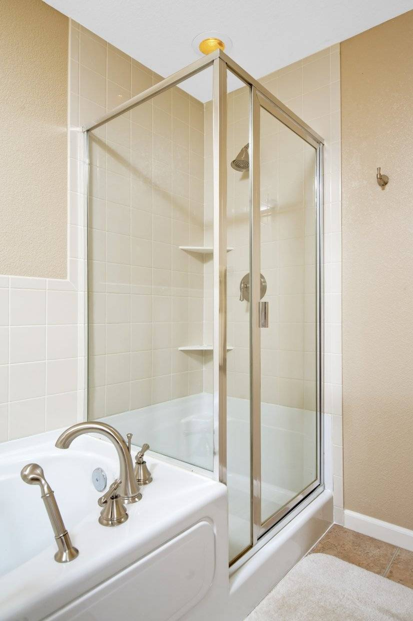 5 Piece Bath Upstairs