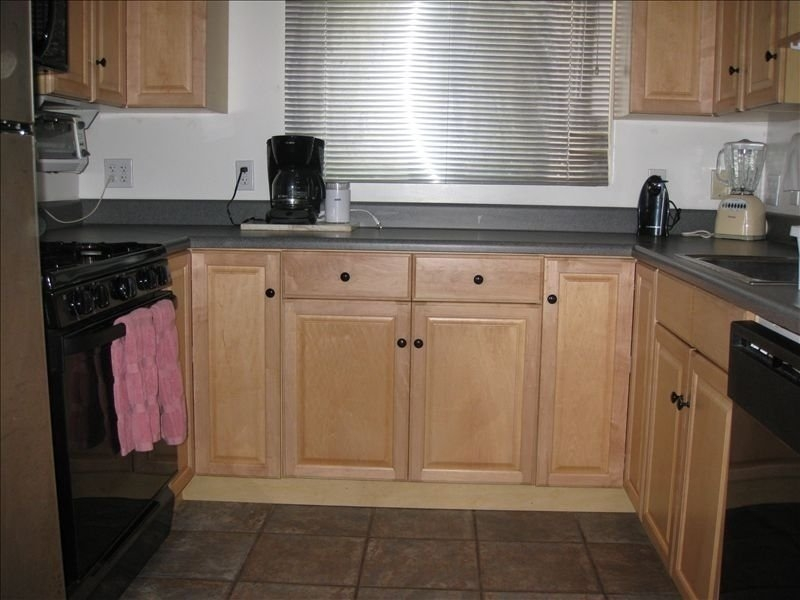Kitchen: full sized appliances; fully furnished