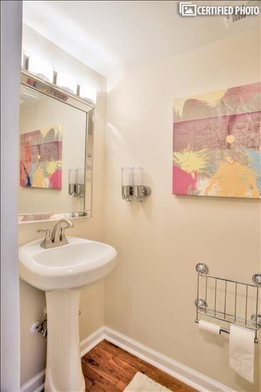 Half-Bathroom 1