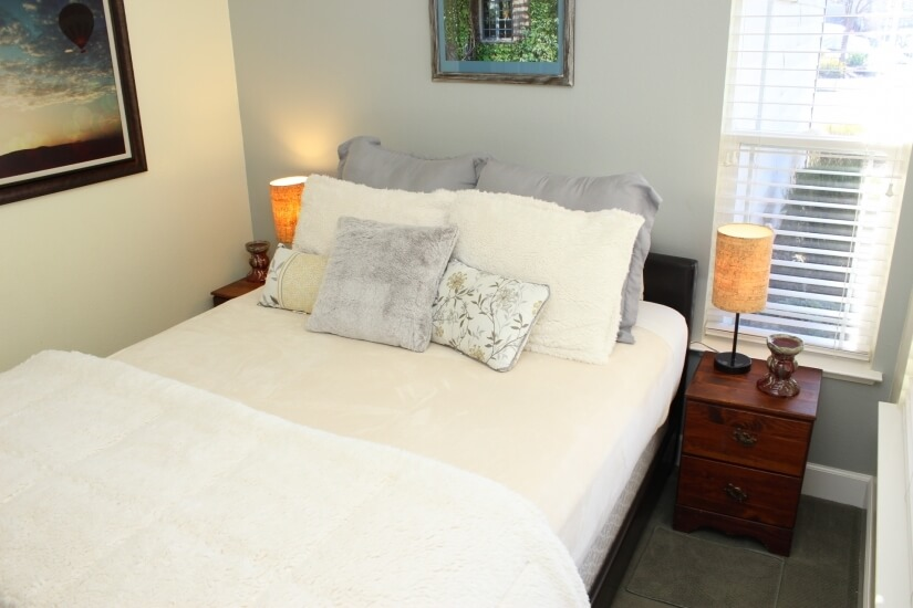 Queen size bed in 2nd bd perfect for guests