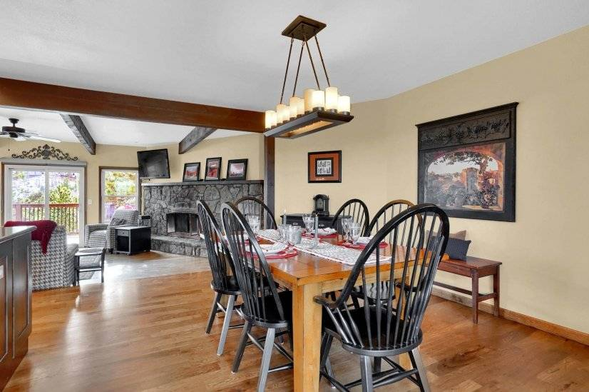 Dining table extends to seat 8 comfortably
