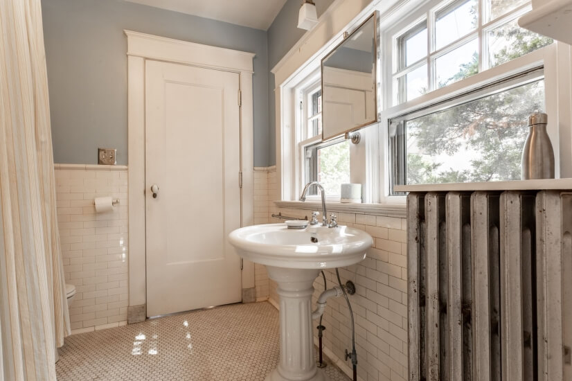 Master Bathroom (Jack/Jill Shared with a Guest Room)