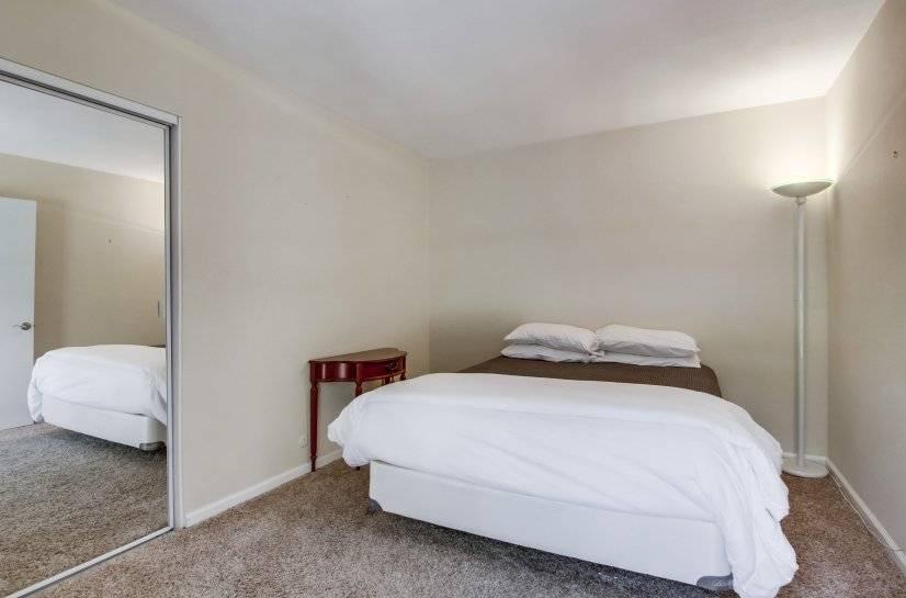 Upstairs Guest Bedroom with Queen Bed