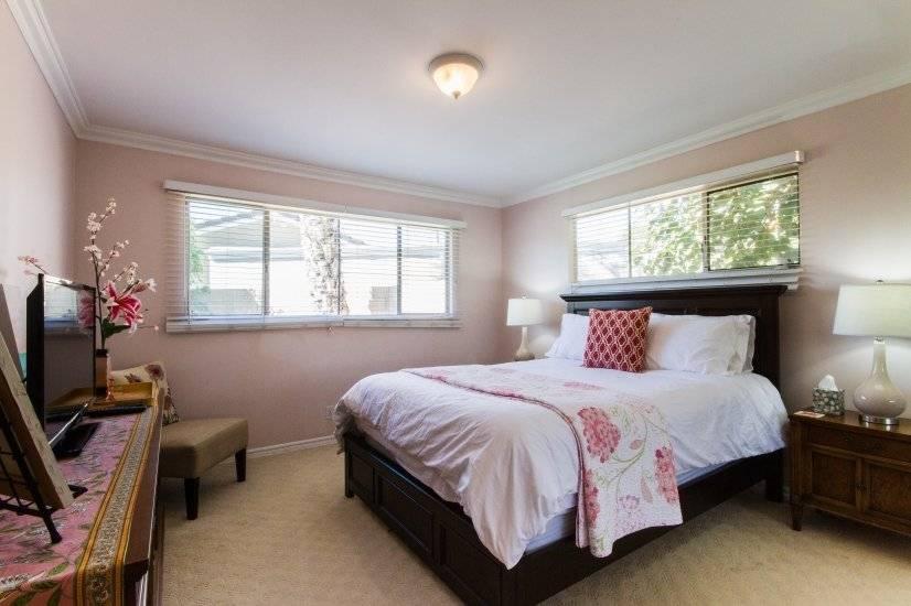 """""""Beverly Pink"""" Bedroom, pillow top queen bed, flat screen TV"""