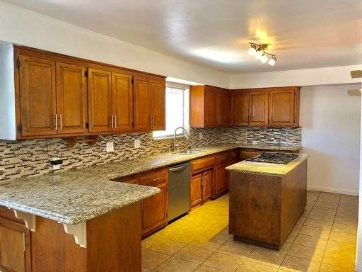 image 7 unfurnished 5 bedroom House for rent in Chino, Southeast California