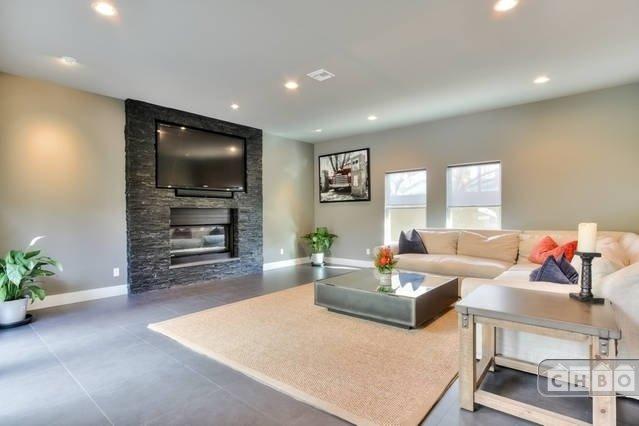 image 2 furnished 3 bedroom Townhouse for rent in Orange, Orange County