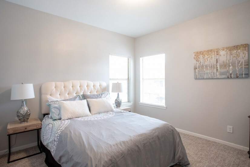 Queen bed, wonderfully furnished