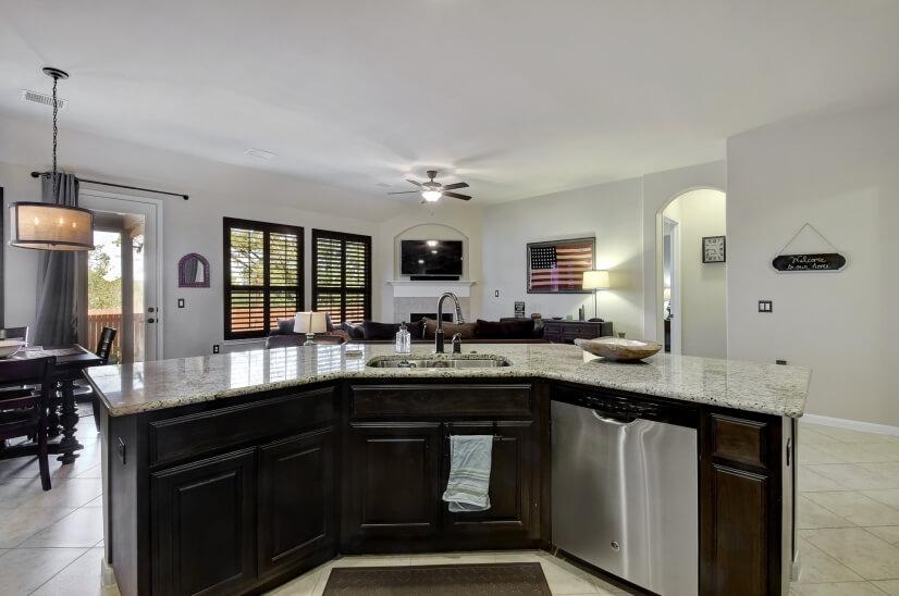 Kitchen w large granite island
